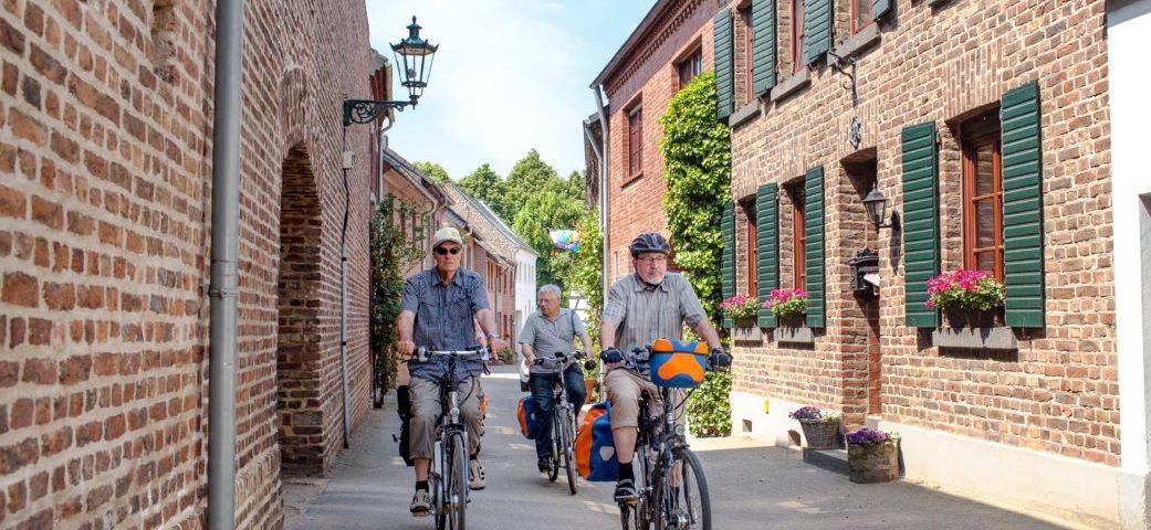 Rhein Erft Tourismus   Kaster Wallstrasse   51  0 36  N 6  33 24  E  7947  E1538571552715 1041x480